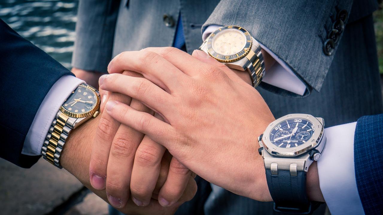 d9a2275e2404 腕時計は、あなたのステータスや経済力を周りの人に適切にアピールすることができます。
